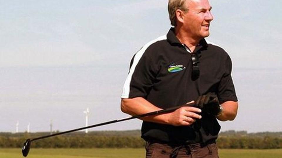 JOHN ASTRUP - formand for golfklubben, nød det gode vejr, da banen blev indviet. Foto: Erik Røgild
