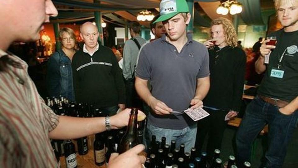 I går var der ølsmagning på Skråen og test af forskellige øltyper.Foto: michael koch