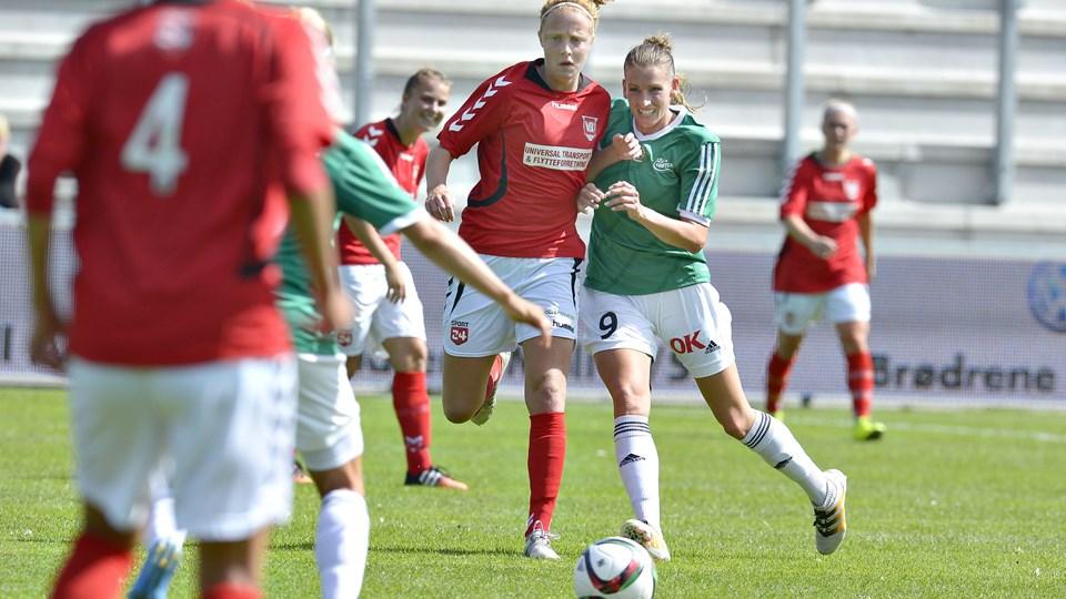 Camilla Kur (i grønt) scorede fem mål for Fortuna Hjørring i anden halvleg. Foto: Bente Poder