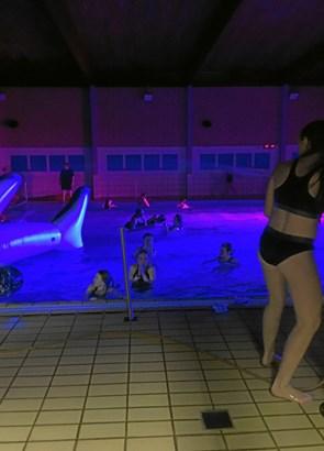 Disko for unge i svømmehallen