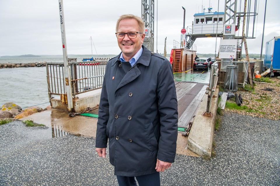 Morsø Kommunes borgmester Hans Ejner Bertelsen anerkender det store frivillige arbejde, der gøres for færgens drift. Og foreningen får et økonomisk skulderklap af kommunen. Foto: Diana Holm