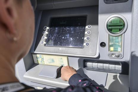 - Banken tror, jeg er en tyv: Anna Marie fik udbetalt for lidt fra pengeautomat i Vejgaard