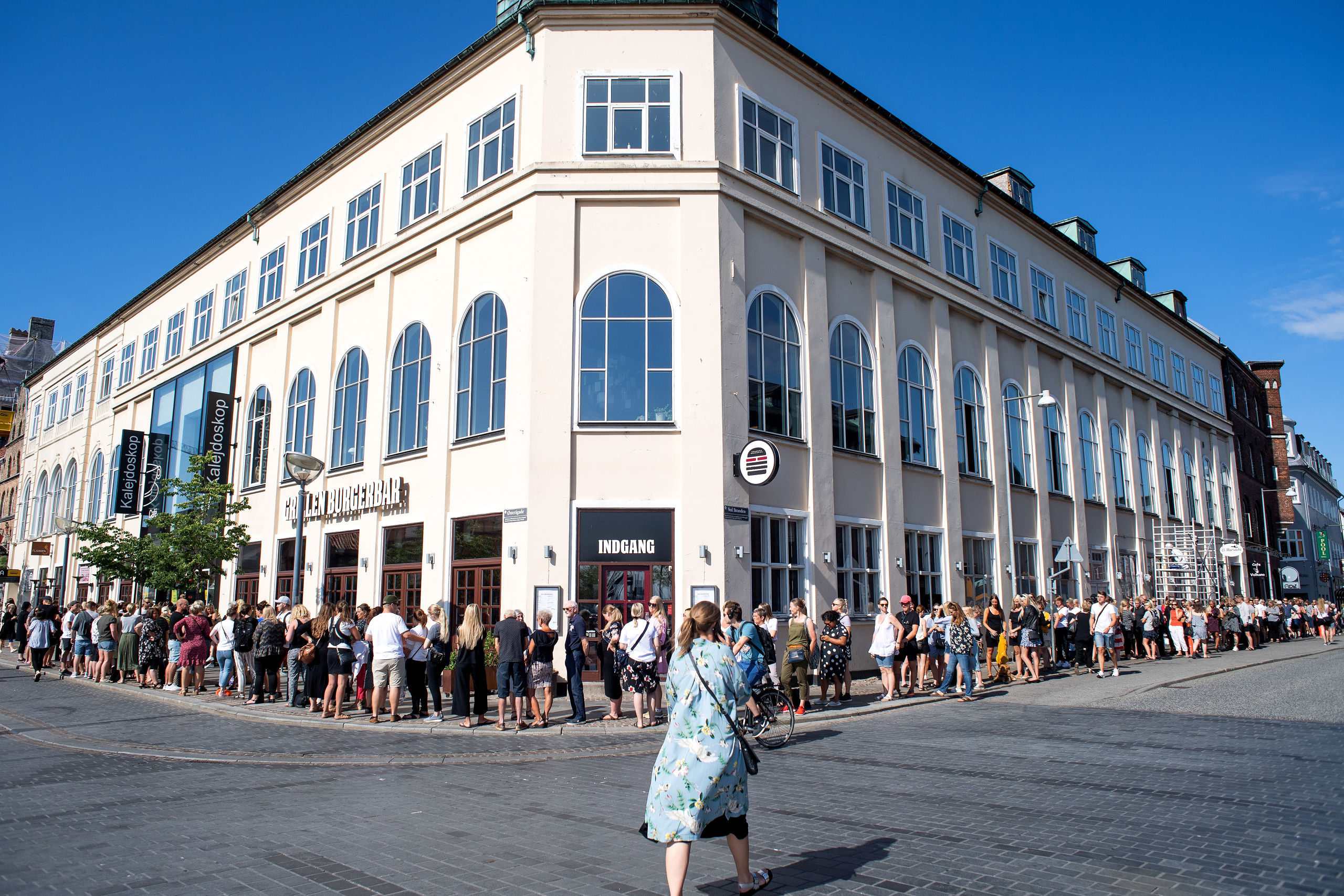 Interessen for at komme til konkurssalg i Kalejdoskop onsdag var helt enorm. Ved åbningstid kl. 10 strakte køen sig langt ned ad Ved Stranden.