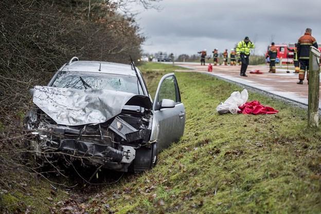 Fuld dødsbilist uden kørekort kørte 137 km/t på landevej