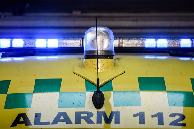 35-årig dræbt: Lå på kørebanen og blev kørt over af lastbil