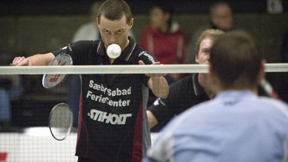 Thomas Røjkjær og Jesper Thomsen (delvis skjult) er afhængige af, at holdkammeraterne holder VEB inde i kampen om finalepladsen.Foto: Eva Seider