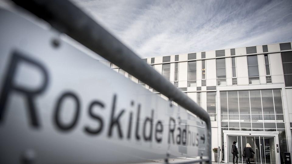 En 19-årig mand er anholdt for trusler mod en sagsbehandler på jobcenteret på rådhuset i Roskilde. Manden er sigtet for at true med knivstik og ildspåsættelse. Foto: Scanpix/Mads Claus Rasmussen