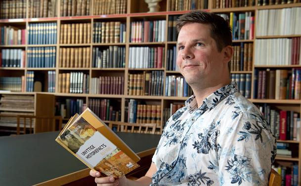 Et hit på Facebook: Nu udgiver Michael ny bog med unyttige facts