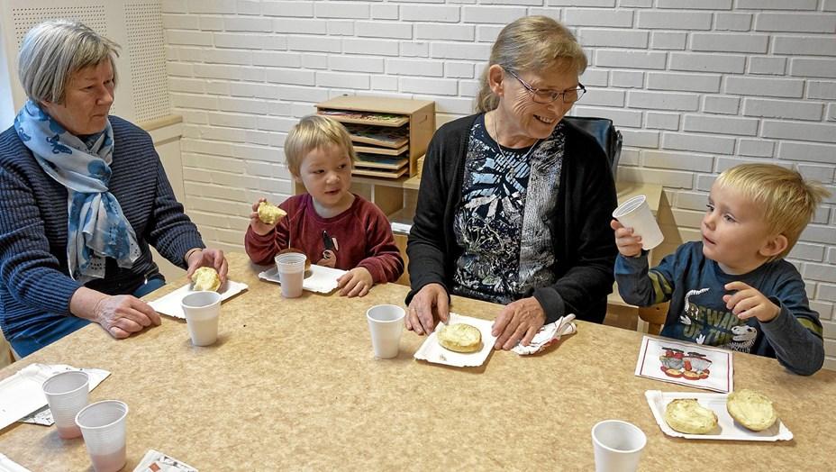 Børnehuset i Sindal fejrede 5 års fødselsdag sammen med bedsteforældre
