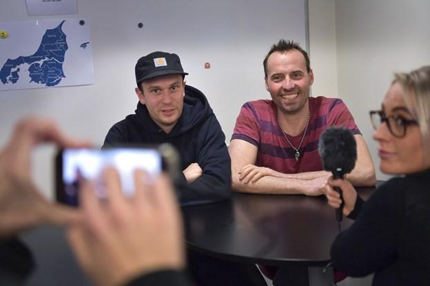 Selvom der er meget brok i showet, så kan komikerne ikke finde noget negativt at sige om Aalborg.