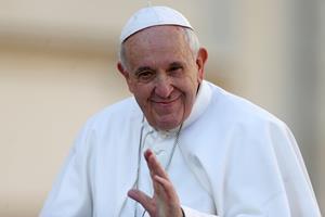 Paven sad fast i elevator og kom for sent til ugentlig tale