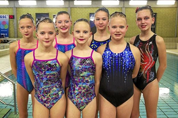 De dygtige piger fra Thisted Svømmeklubs kunstsvømningsafdeling. Privatfoto Ole Iversen