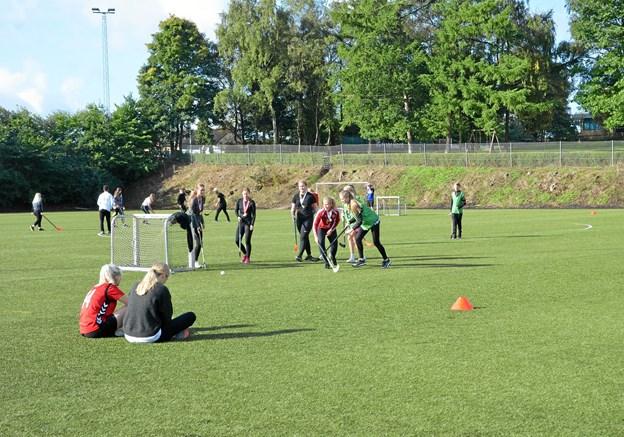 Hockey var en af dagens øvrige discipliner på gymnasiet i Hobro. Privatfoto