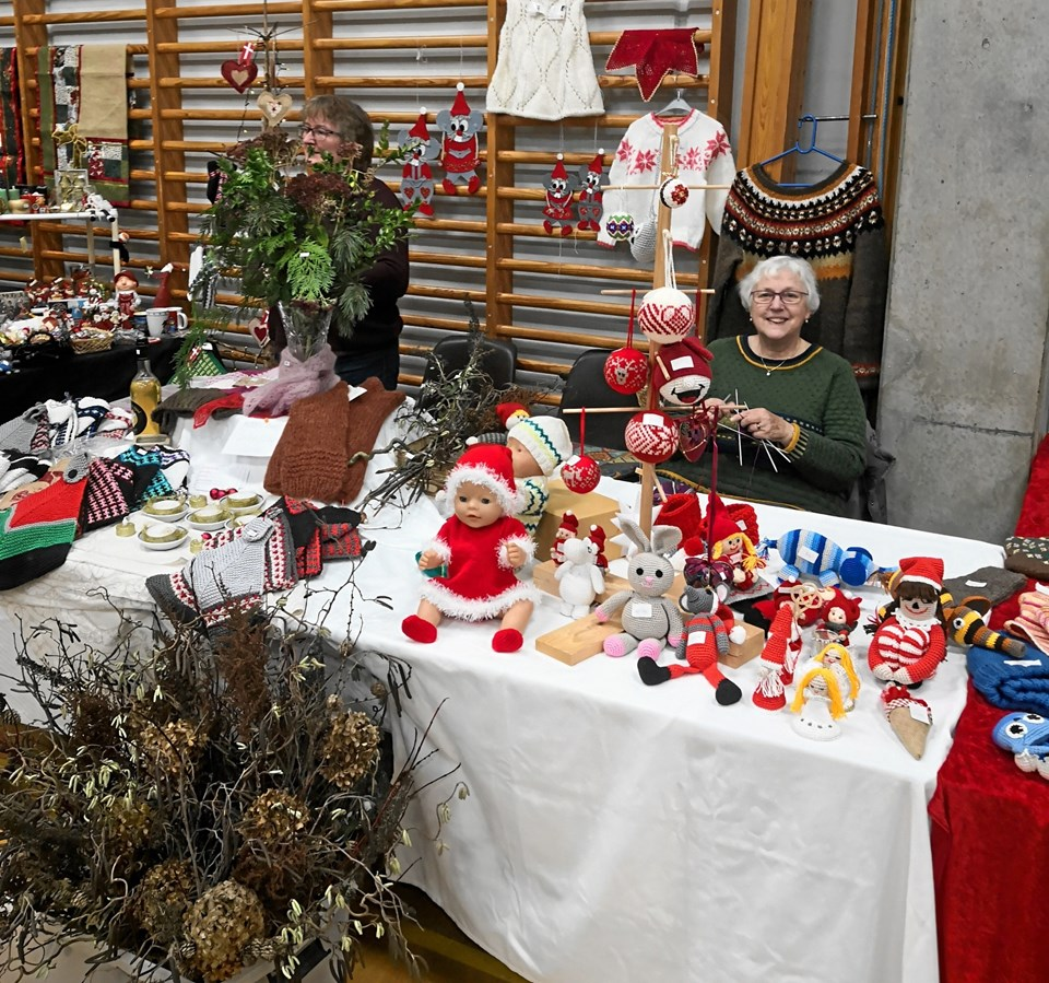 Det var 29. år i træk, at Husmoderkredsen for Oue & Omegn inviterede til julemesse i Oue Hallen. Privatfoto