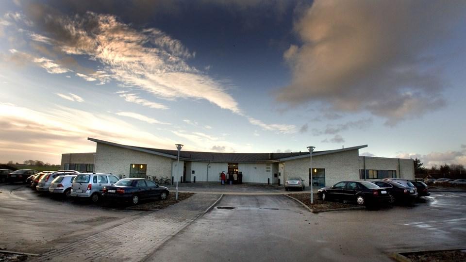 Fire udenlandske læger, der i maj blev ansat på det regionsdrevne Praksiscenter i Øster Jølby, er endnu ikke klar til at møde patienterne.  Arkivfoto: Poul Erik Bilstrup
