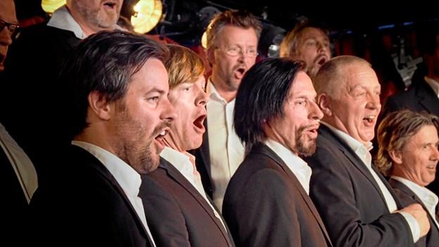 5 stjerner: Norsk korfilm med døende dirigent - du skal være lavet af rustfrit stål for ikke at knibe en tåre!