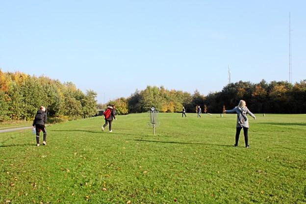 Disc-golf var bare en af flere uvante discipliner for eleverne i Vilsted Friskoles 3.-9. klasse. Privatfoto