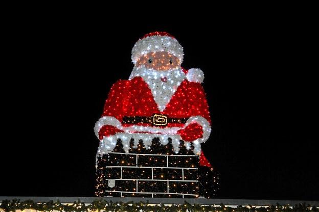 Julemanden er på vej i skorstenen. Foto: Flemming Dahl Jensen