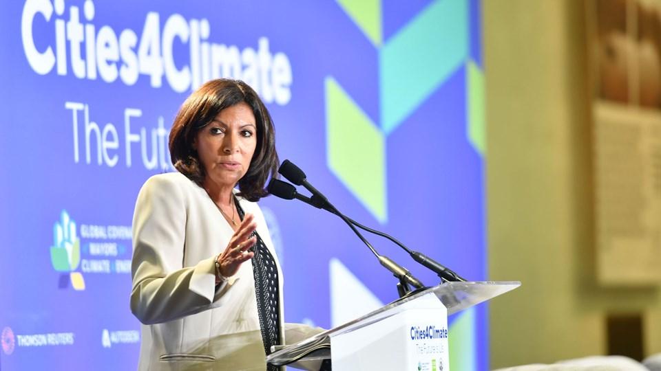 Borgmester i Paris Anne Hidalgo taler under et klimatopmøde for borgmestre onsdag i San Fransisco. Anne Hidalgo er formand for netværket C40. Næste år skal netværket med borgmestre fra 96 af verdens storbyer mødes i København. Foto: Josh Ederson/Ritzau Scanpix