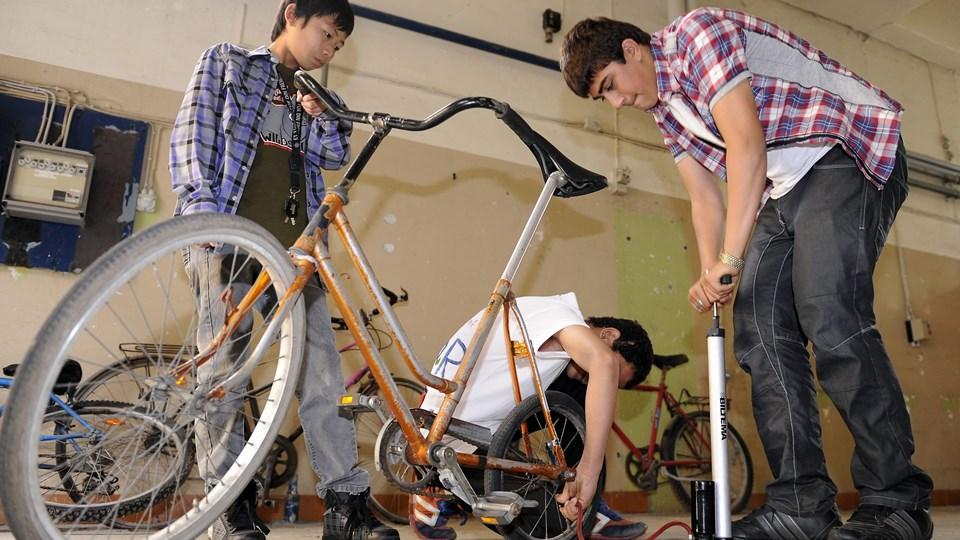 Røde Kors cykelværksted er ét af de projekter, der har fået penge.   Arkivfoto: Bent Bach