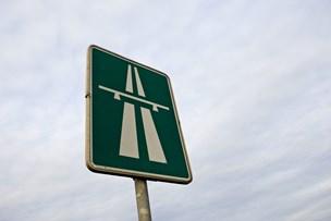 Politiet advarede om glatte veje: Fem uheld på E45