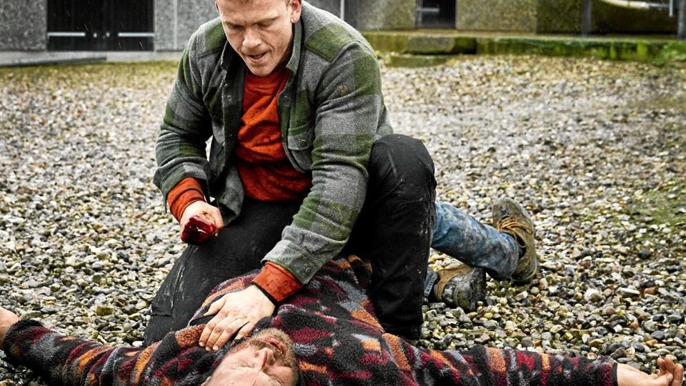 Det er interessant at vælge Morten Hee Andersen (øverst) til rollen som psykopaten Mike. Og mand, hvor gør han det godt. Foto: Tine Harden/DR