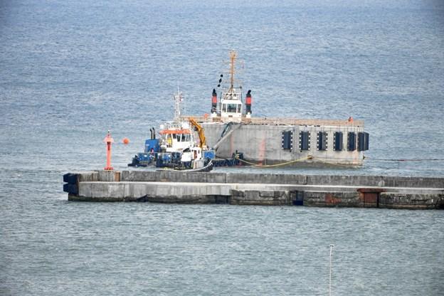 Tilløbsstykke i Thy: 7.000 tons tung gigant på slæb