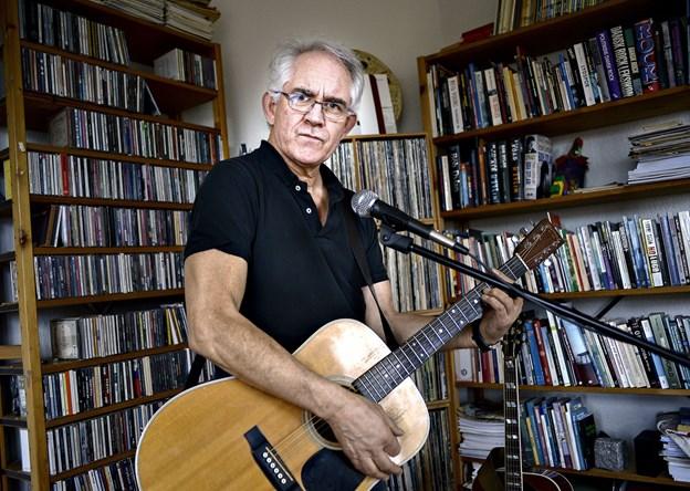 Fra forsker til protestsanger: Johannes Andersen synger egne sange