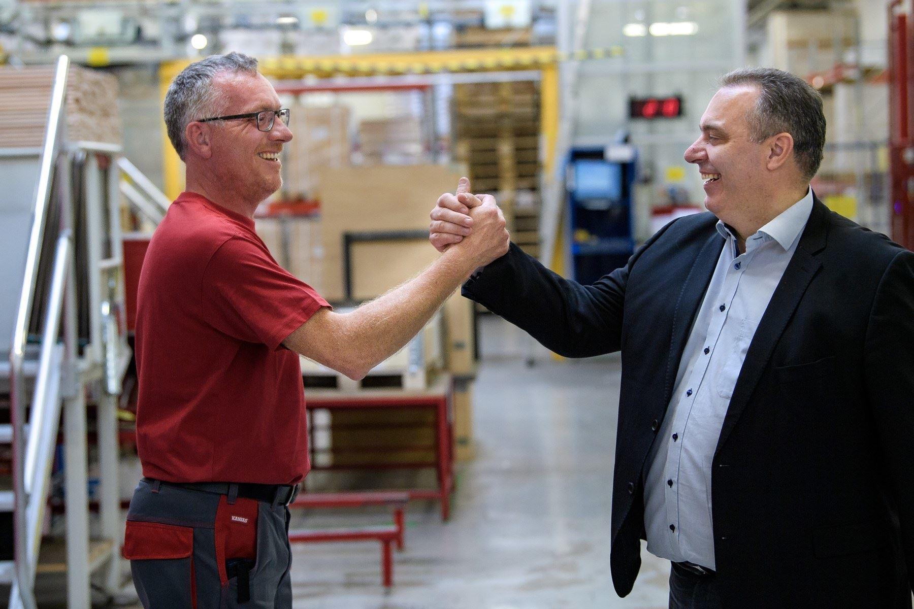 Kloge hjerner og kunstig intelligens optimerer produktionen hos verdens største producent af lofttrapper i Frøstrup
