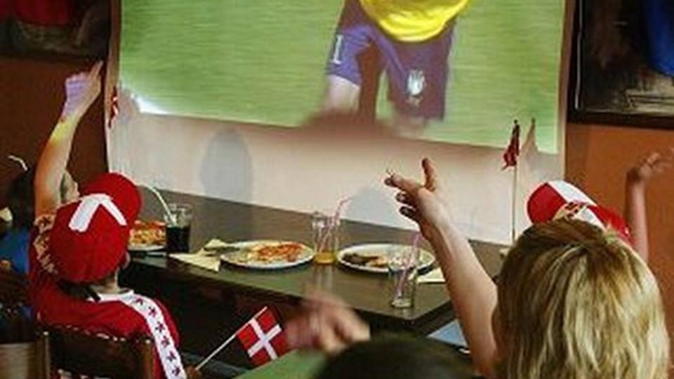 Der er langt mellem gratis oplevelser - i hvert fald når det gælder tv-fodbold.arkivfoto