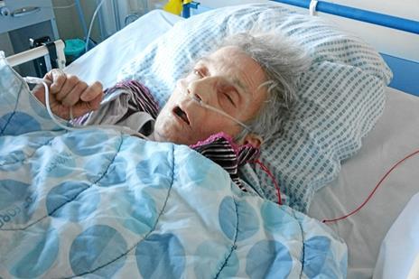 Dement kvinde misrøgtet på demensplejehjem: Døde efter en måneds smertehelvede