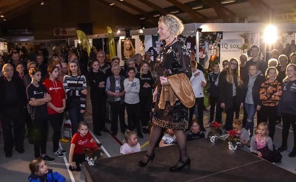 BILLEDER: Modeshow i Bedsted Hallen