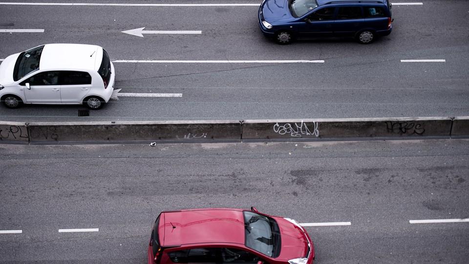 Indfasningen af en ny målemetode af biler forbrug af brændstof udskydes, så det bliver omfattet af den kommission, der skal gennemgå alle bilafgifter.