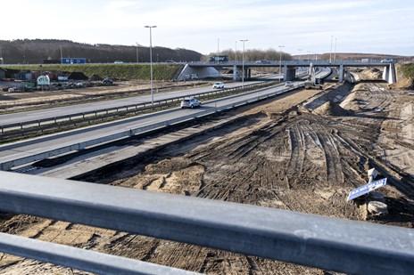 Se billederne: Ny vej færdig efter fem år med masser af forhindringer