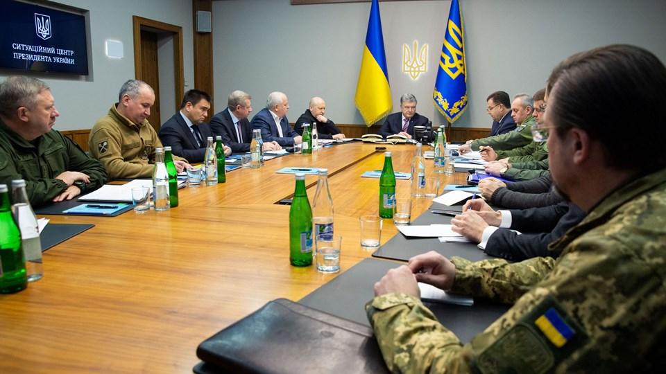 Ukraines præsident, Petro Porosjenko, under et møde med lederne af det ukrainske militær og sikkerhedsstyrker fredag formiddag i hovedstaden Kijev.
