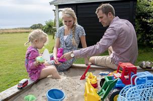 Ung familie flytter hjem til Nordjylland: Hver uge spiser vi onsdagskylling