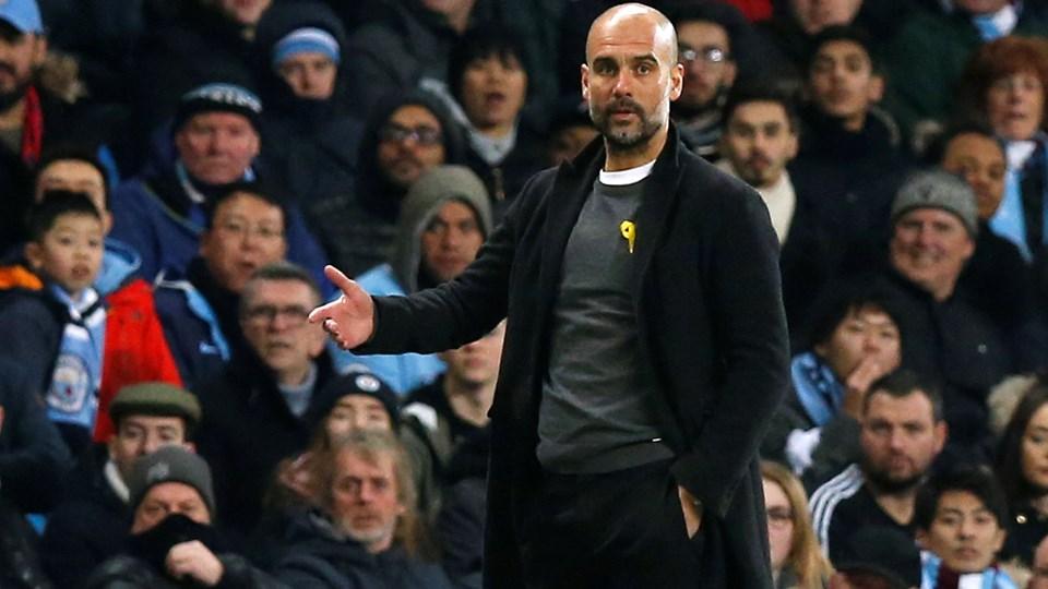Josep Guardiola må ikke bære en gul sløjfe til Manchester Citys kampe ifølge Det Engelske Fodboldforbund (FA), som har givet manageren en bøde. Foto: Reuters/Andrew Yates