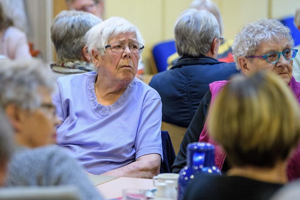 - Min søster på 95 er faldet tre gange på Drachmannsvænget. Om natten. Så ligger hun der til om morgenen, sagde Sonja Madsen.