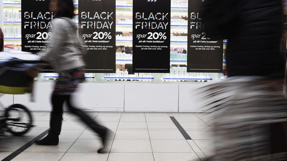 En stor del af den danske detailhandel har taget det amerikanske udsalgsdøgn black friday til sig og markedsfører særlige tilbud frem mod den fjerde fredag i november (arkivfoto).