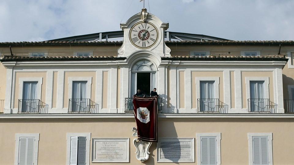 Paven træder tilbage. Foto: Scanpix