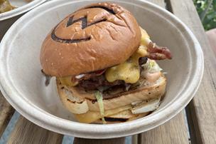 Overdrevet lækker burger: Gennemført amerikaner-madvogn en overset perle