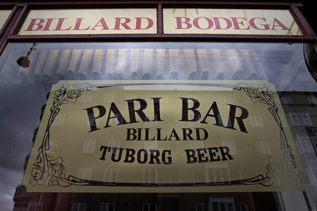 Billard og Tuborg har altid været gode og tro følgesvende for stamgæsterne, når de for en stund lagde vejen forbi Pari Bar. Arkivfoto: Martin Damgård
