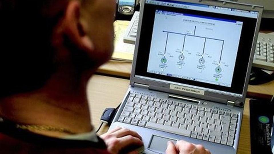 På komputeren kan medarbejderne ved Thisted Kommunes vandforsyning følge med i forbrugernes adfærd. Arkivfoto