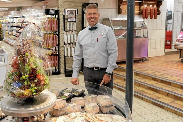 Købmand René Ejstrup Larsen har overtaget den velrenommerede slagterforretning i Hirtshals, og navnet Slagter Winther bibeholdes. Foto: Niels Helver