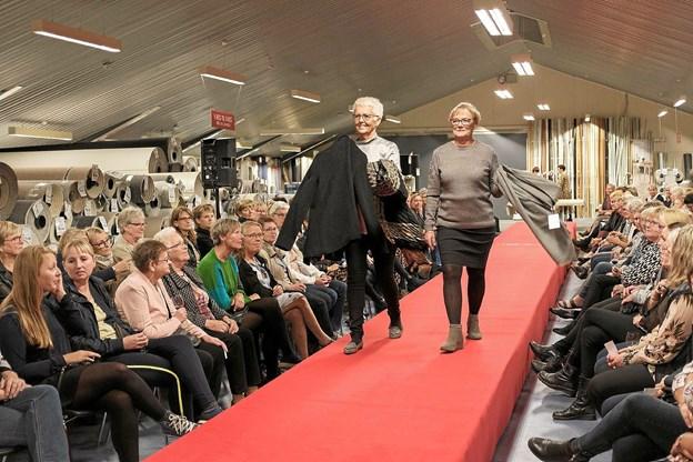 Hanne og Inge præsenterer tøj til den modne kvinde. Foto: Niels Helver