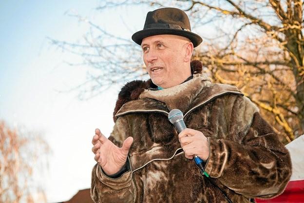 Claus Ørntoft fortalte de mange fremmødte, om den kunstneriske ide bag Soltorvet. Foto: Peter Jørgensen Peter Jørgensen
