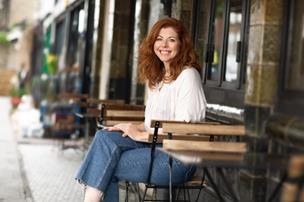 Marianne levede efter råd i selvhjælpsbog et helt år: - Jeg bekymrer mig stadig for meget, spiser ostetoast og er doven