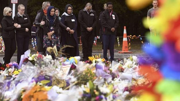 Op mod 4000 ventes til fredagsbøn ved moské efter angreb