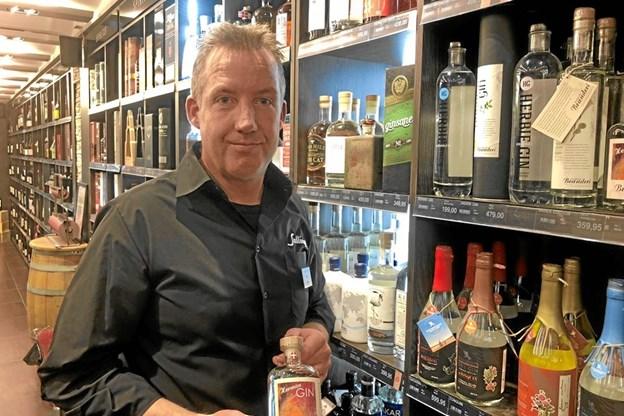 Lars Peter Skaaning glæder sig til at præsentere et bredt udvalg af gin.