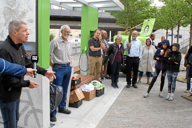 Rådmand i By- og Landskabsforvaltningen, Hans Henrik Henriksen (S) (til venstre) holdt åbningstalen, da landets første Pit Stop for cyklister blev åbnet ved Vestbyens Station. Foto: Ole Skouboe